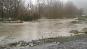 La rivière Agly, dans les Pyrénées-Atlantiques, en crue au niveau de Latour-de-France le 6 mars 2013