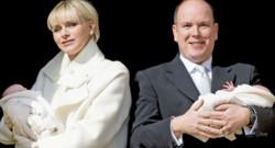 Albert et Charlène de Monaco ont présenté leurs enfants à Monaco le 7 janvier 2015