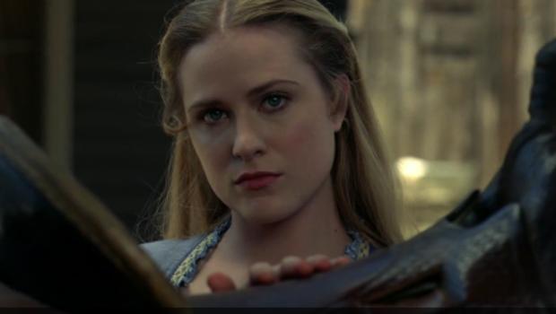 Evan Rachel Wood interprète une Dolores Abernathy en plein doute dans la bande-annonce dévoilée le 19 juin 2016.
