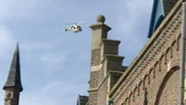TF1/LCI : hélicoptère de la police belge tournant au-dessus de la prison de Termonde après l'évasion de 28 détenus