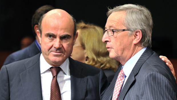 Le ministre de l'économie espagnol, Luis de Guindos (g.) et son homologue luxembourgeois, Jean-Claude Juncker, lors de la réunion de l'Eurogroupe du 9/7/12 à Bruxelles