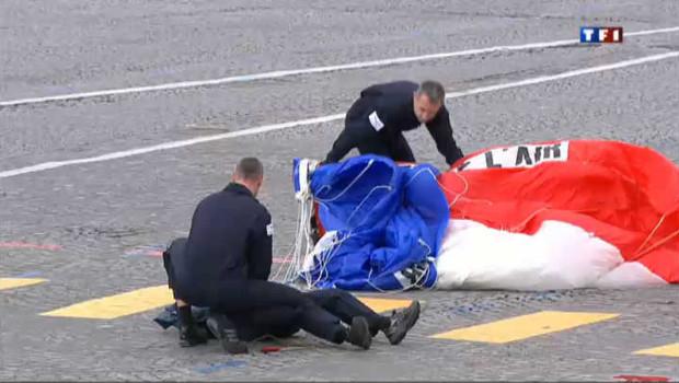 14 juillet : un parachutiste blessé au cours du défilé