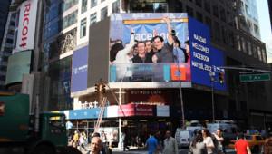 Le jeune patron fondateur de Facebook Mark Zuckerberg sur l'écran du Nasdaq à Time Square le 18 mai 2012