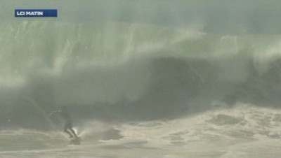 Surf en Californie après ouragan
