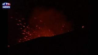 Chili : le volcan Villarrica crache du feu