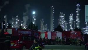 Gigantesque incendie après une explosion dans une usine Shell aux Pays-Bas