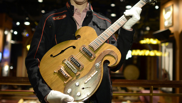 Guitare des Beatles vendue 408.000 dollars (317.000 euros) le 18/5/13  New York
