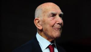 """Stéphane Hessel, l'auteur du livre """"Indignez-vous !"""", ancien diplomate, déporté et résistant"""