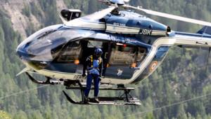 Avalanche du Mont Maudit, dans le massif du Mont-Blanc : les recherches par hélicoptère (12 juillet 2012)