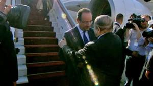 François Hollande accueilli à l'aéroport d'Alger par Abdelaziz Bouteflika, 19/12/12