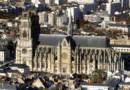 Orléans : Vue prise d'hélicoptère le 09 décembre 2003 de la ville d'Orleans et de la cathédrale Sainte-Croix.