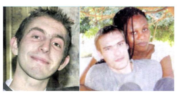 Vincent Delory (g) et Antoine De Léocour (d, ici avec sa compagne) , les deux jeunes Français tués au Niger