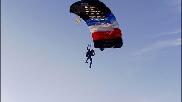 Les parachutistes du 14 juillet
