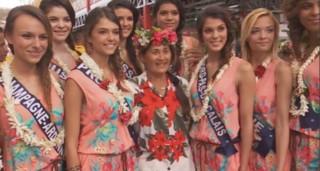 Les Miss à Tahiti, épisode 1 : au marché de Papeete