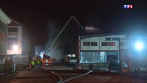 Le 13 heures du 18 avril 2015 : Incendie de La Courneuve : l'A86 rouverte ce samedi matin, les pompiers toujours mobilisés - 148.04000000000002