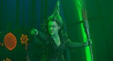 """Le 20 heures du 12 décembre 2014 : Natasha St-Pier, m�nnaissable dans le r�de la sorci� dans """"Le Magicien d%u2019Oz"""" - 1978.421017211914"""