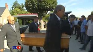 Douleur et recueillement aux funérailles du jeune gitan