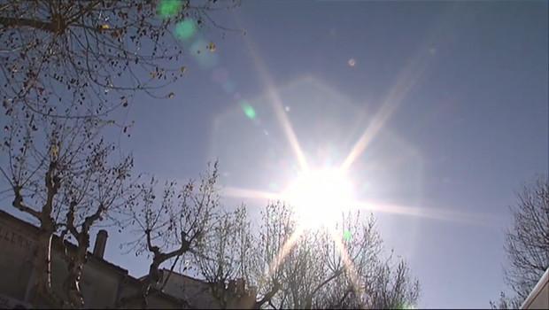 Le 13 heures du 24 février 2015 : Fraises, soleil… ça sent le printemps dans le Gard ! - 1443.045