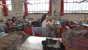 Le 13 heures du 18 septembre 2014 : Des foulards de soie lyonnais rachet�par les Chinois mais toujours aussi made in France - 1706.242