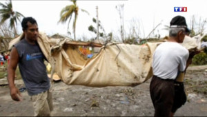 Le 13 heures du 9 novembre 2013 : Philippines : les images impressionnantes du typhon Haiyan - 552.3965000000001