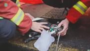 Marseille : des marins pompiers raniment un chien après un feu d'appartement