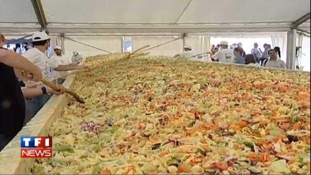 Bucarest réalise la plus grande salade du monde