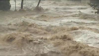 Le 13 heures du 10 octobre 2014 : Des vagues submergent les rues de Collias - 1336.6909335327148