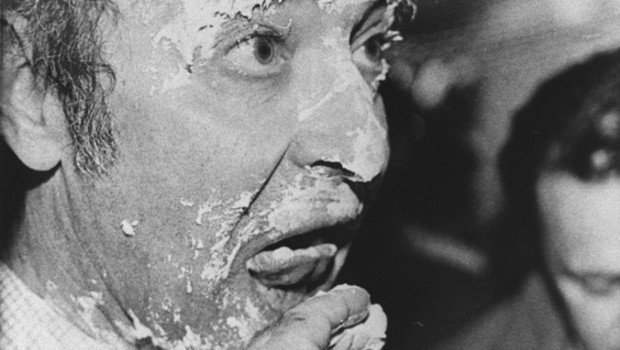 Jean-Luc Godard entarté à Cannes me 11 mai 1985