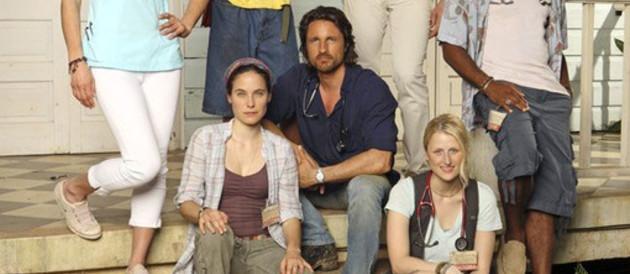 Off The Map - Saison 1. Série créée par Shonda Rhimes, Jenna Bans en 2010. Avec : Martin Henderson, Caroline Dhavernas, Enrique Murciano et Valerie Cruz.