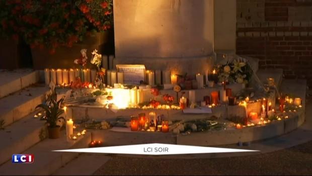 Saint-Etienne-du-Rouvray : recueillements et bougies déposées sur les lieux du drame