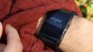 La montré Pebbele sortira en avril-mais 2013. Avant d'être défiée par une montre signée Apple?