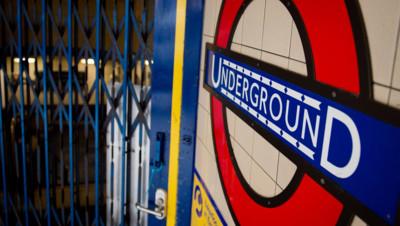 Le métro de Londres est à l'arrêt
