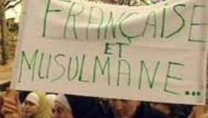 musulmane française manifestation voile école loi paris 21/12/04