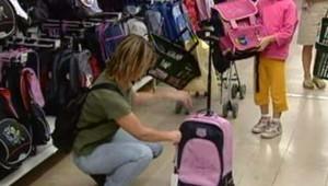 Rentrée scolaire mère fille cartable choix achat