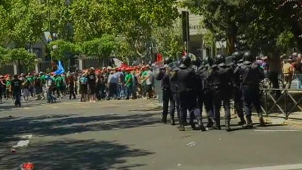 Heurts entre des mineurs espagnols et des policiers à Madrid le 11 juillet 2012.