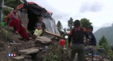 Entre la mousson et le manque d'aide, le Népal peine à se reconstruire