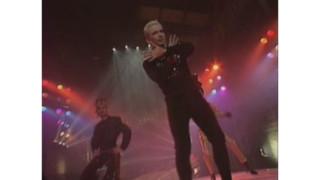 Moments cultes sur TF1 : dans une autre vie, Jean-Paul Gaultier était chanteur