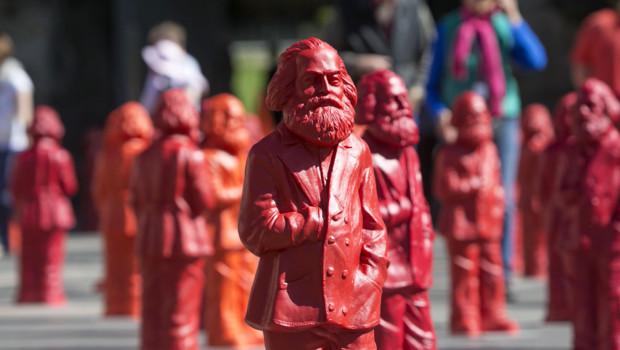 L'artiste Ottmar Hörl fait retourner l'Allemand Karl Marx dans sa ville natale de Trèves sous la forme de drôles de statuettes.