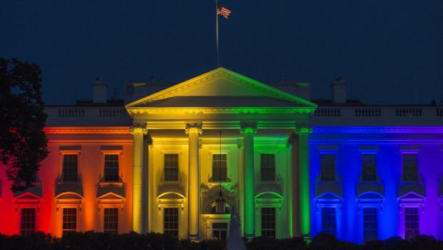 La Maison Blanche se pare des couleurs arc-en-ciel, symbole de la cause LGBT, après l'adoption du mariage homosexuel aux Etats-Unis