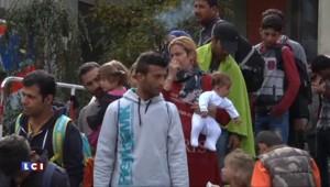 Des migrants arrivent dans les gares autrichiennes et allemandes