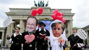 Le nouveau couple franco-allemand, célébré le 7 mai 2012 à Berlin, devant la porte de Brandenburg.