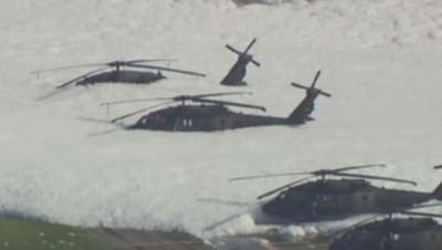 """Hélicoptères américains """"pris"""" dans la mousse, août 2014"""