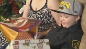 La famille d'Evan, ainsi que toute sa ville, s'est mobilisée pour offrir au petit garçon atteint d'un cancer un Noël anticipé.