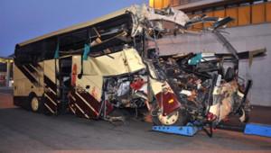 Vingt-huit personnes, dont 22 enfants, ont trouvé la mort mardi soir dans un accident d'autocar belge survenu à Sierre, dans le canton du Valais (sud de la Suisse).