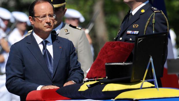 François Hollande à Varces pour présider l'hommage national rendu au 88e soldat français mort en Afghanistan, le 11 août 2012.