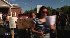 """Etats-Unis : manifestation à Bloomington contre Walter James, le tueur du lion """"Cecil"""""""