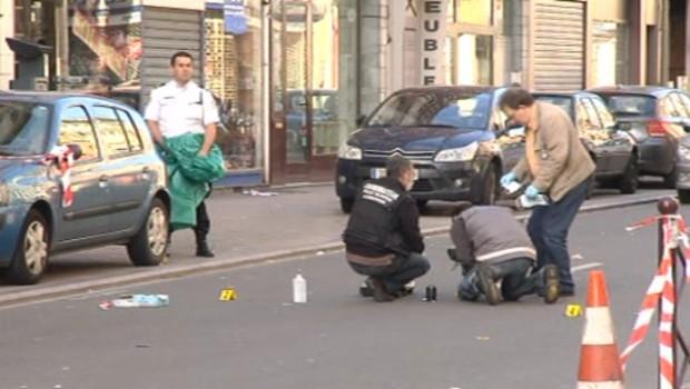 Deux hommes sont activement recherchés après la fusillade dans une discothèque de Lille qui a fait 2 morts et 6 blessés dimanche matin. Le 1er juillet 2012.