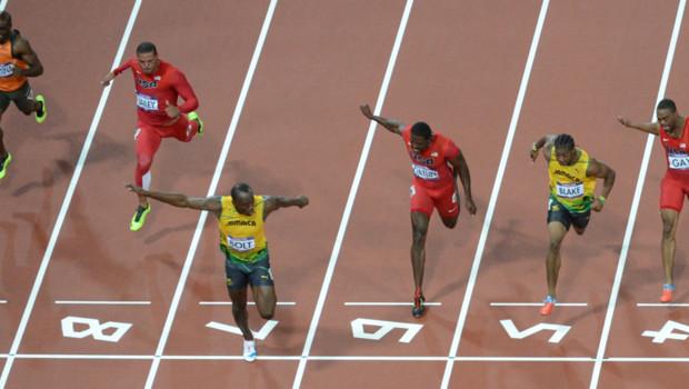 Le Jamaïcain Usain Bolt remportant la finale du 100 m aux JO de Londres, le 5 août 2012.