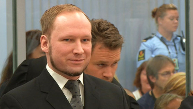 Le militant norvégien d'extrême-droite Anders Behring Breivik lors de l'annonce de sa condamnation par le tribunal d'Oslo (24 août 2012)