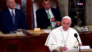 Le pape François accueilli triomphalement par les élus américains